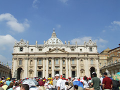 Italy Rome St Peters Wednesday crowd waiting for Pope